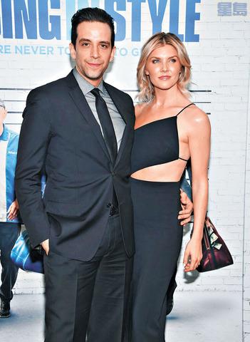 科德羅(左)夫妻倆2017年參加電影首映會。美聯社