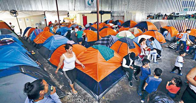 ■從2019年開始,前總統特朗普頒布「留墨候審」的措施,要求申請庇護的人在等候移民法庭裁決前,必須留在墨西哥,不能進入美國。     資料圖片