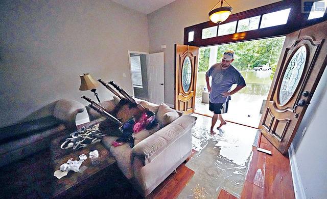 ■「克勞德特」橫掃路易斯安那期間,斯萊德爾市一間民房,被雨水湧進屋內,一片狼籍。    美聯社