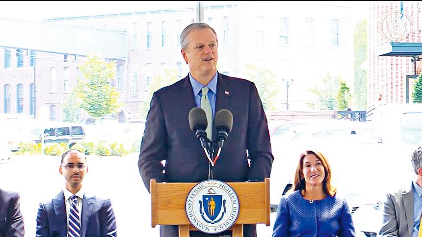 州長貝克在新聞發布會上,宣布提供1.39 億美元的資金和稅收抵免以支持經濟適用房。州政府官網截圖