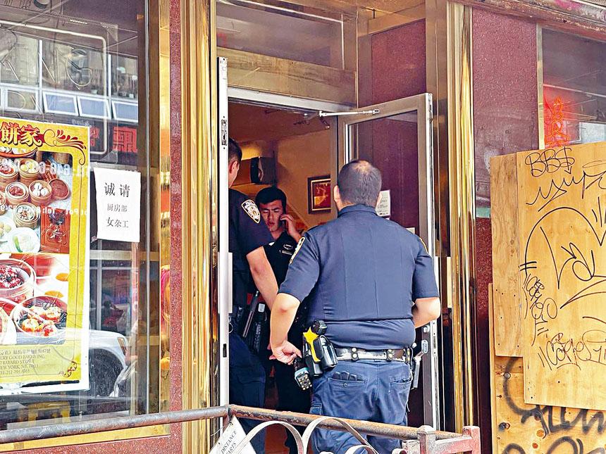 警方在案發現場展開調查。