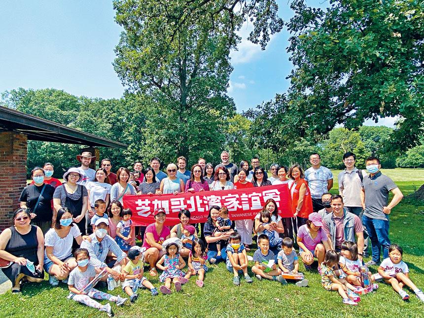 參加北濱家誼會舉辦「惜物+相聚」活動的家長及小朋友大合照。
