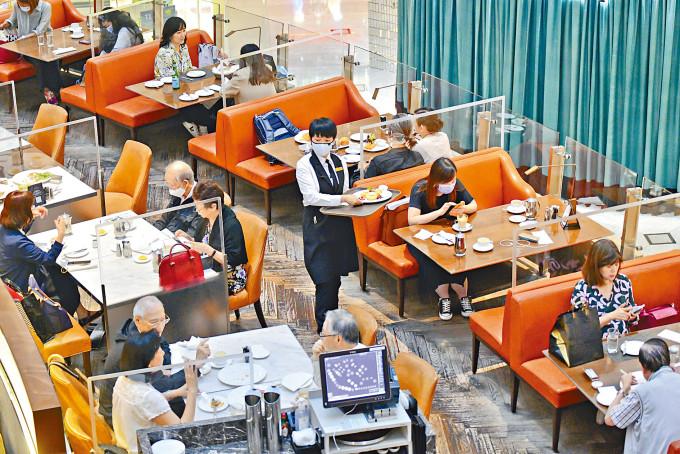 疫情緩和多個行業出現復甦情況,其中餐飲業更有工無人做的情況。