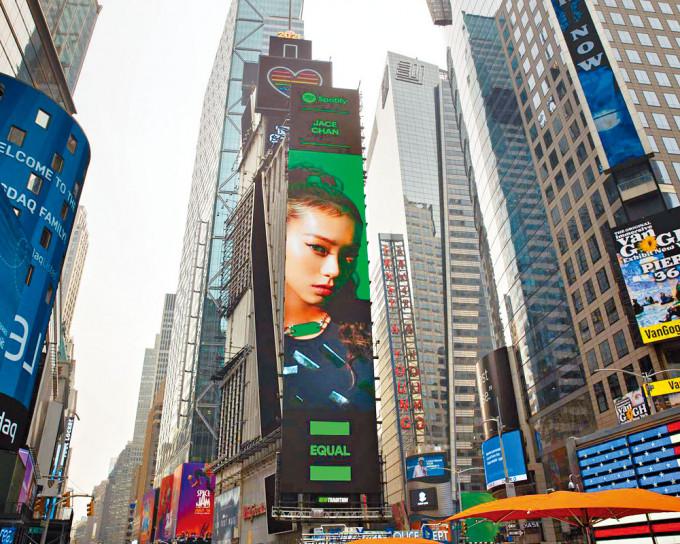 Jace成績驕人,照片榮登美國紐約時代廣場巨幕。