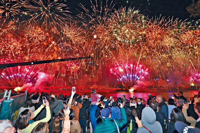 布里斯班放煙花慶祝取得奧運主辦權。
