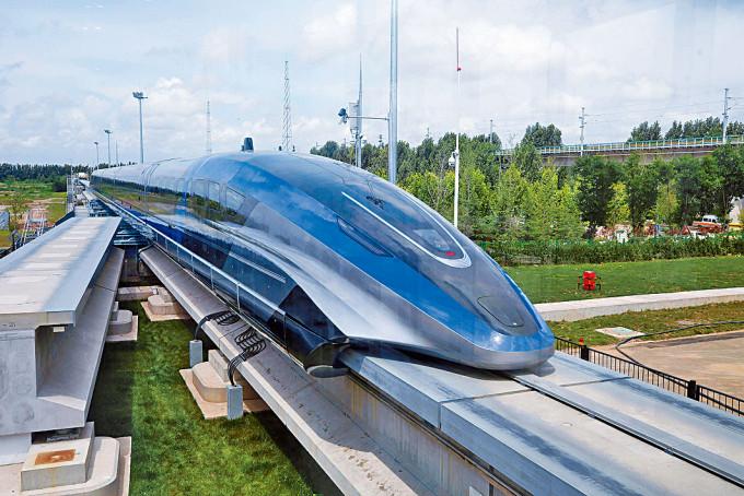 時速六百公里磁浮列車昨日在青島下綫。