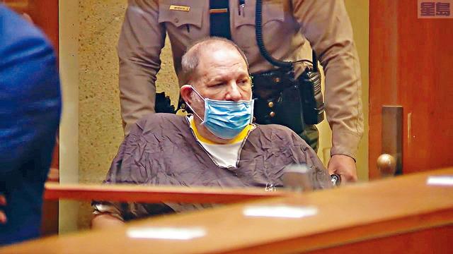 ■現正服刑的溫斯坦被引渡至加州,21日在洛杉磯出庭受審,他否認4項強姦及7項性侵罪。    美聯社